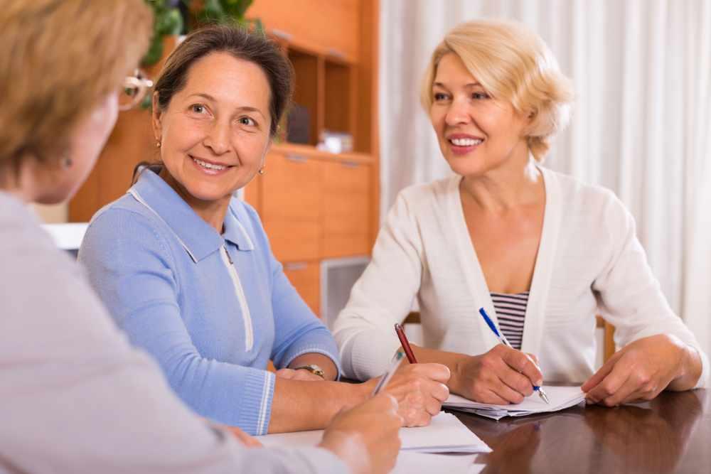 Women making a will